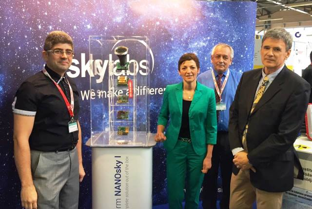 Minister of Education, Science and Sport Dr. Maja Makovec Brenčič at SkyLabs booth.